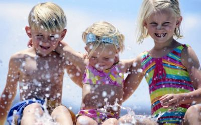 children-spray-boy-girl-Favim.com-482225